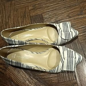💛Naturalizer flats color black with cream